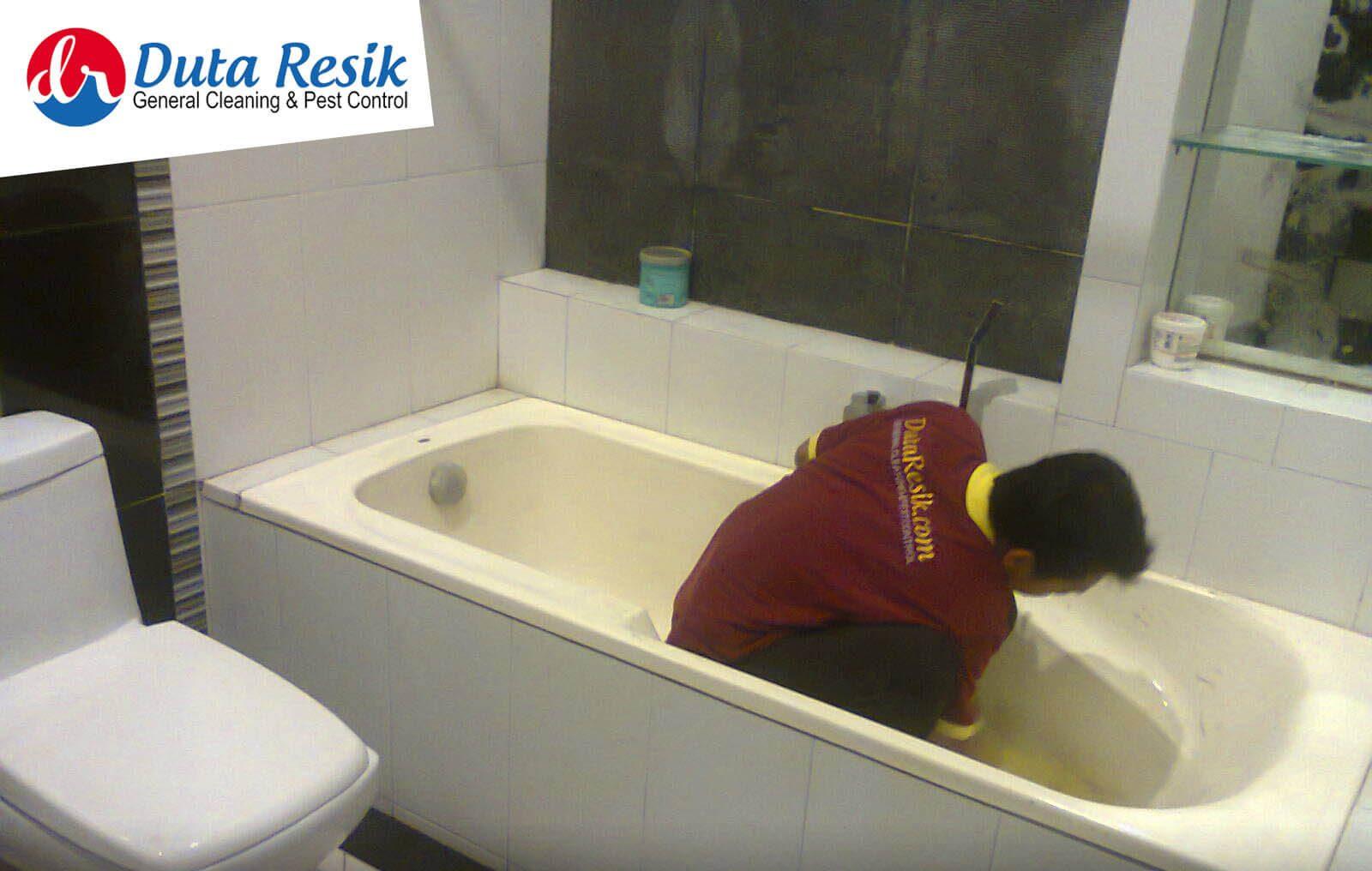 jasa cleaning kamar mandi malang