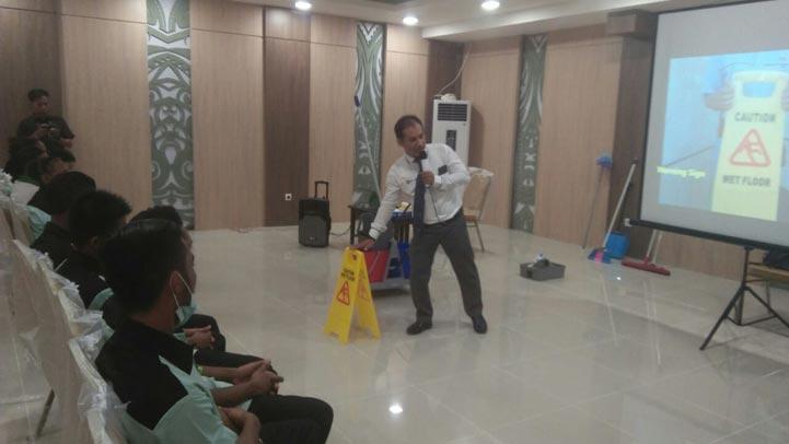 kursus-cleaning-service-perusahaan-karyawan-duta-resik