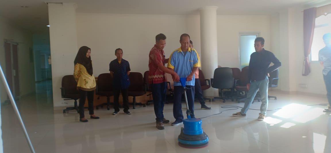 Telp 0822-3311-8299 - Training Cleaning Service Jogja | Pelatihan Office Boy Yogyakarta