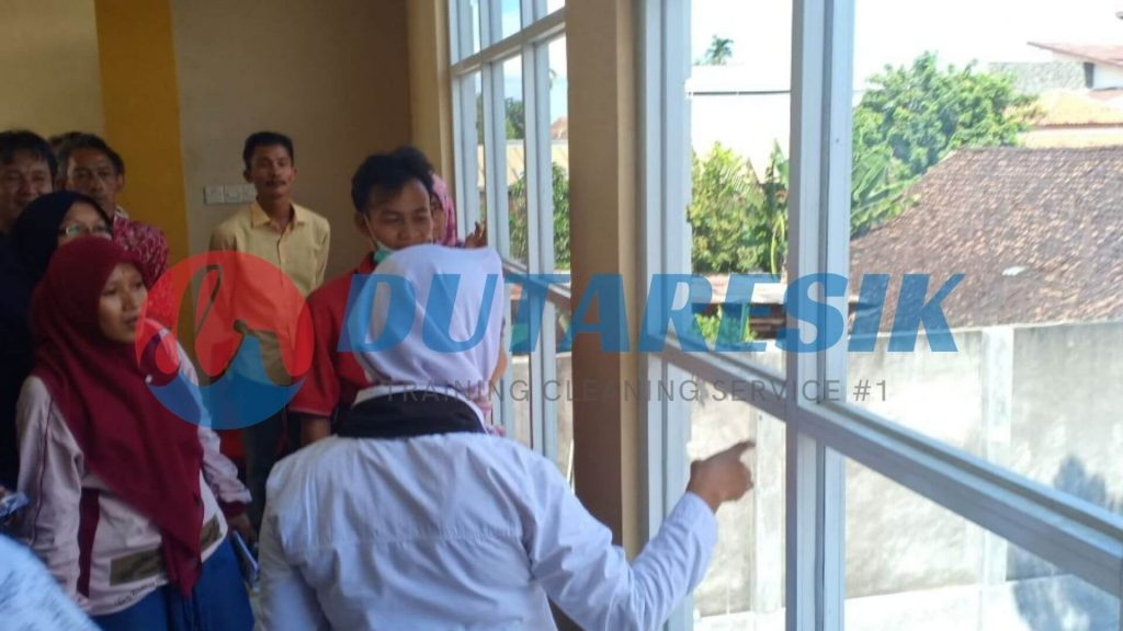 Training Cleaning Service di Instansi - Dutaresik
