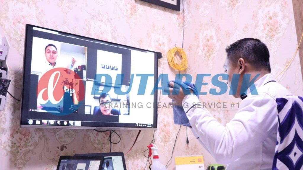 Training Online Cleaning Service - Dutaresik